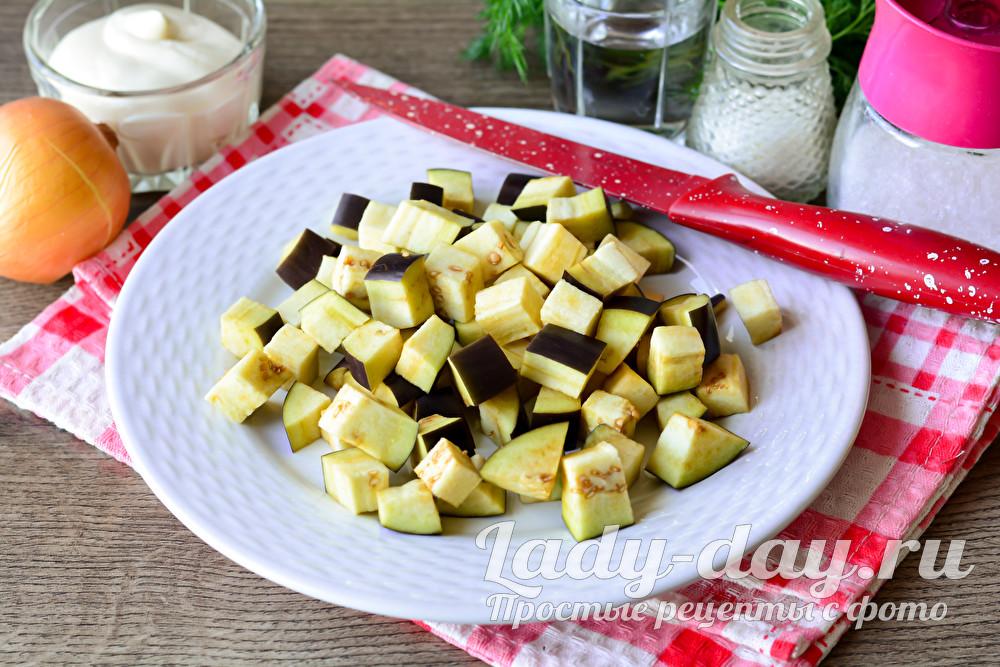 Обалденный простой салат с баклажанами и яйцом