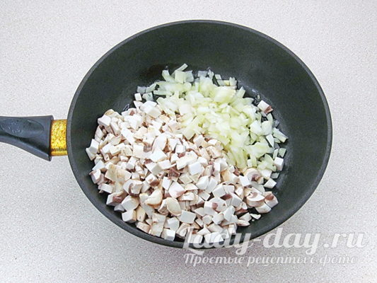 грибы и лук