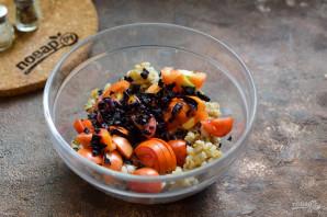 Салат с базиликом, креветками и перловкой - фото шаг 4